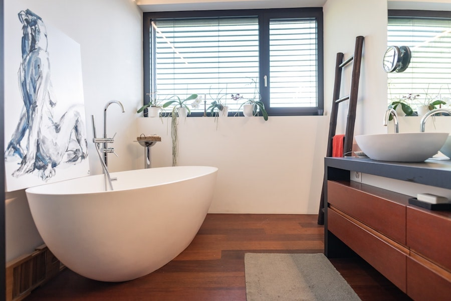 Does Homeowners Insurance Cover A Cracked Bathtub?